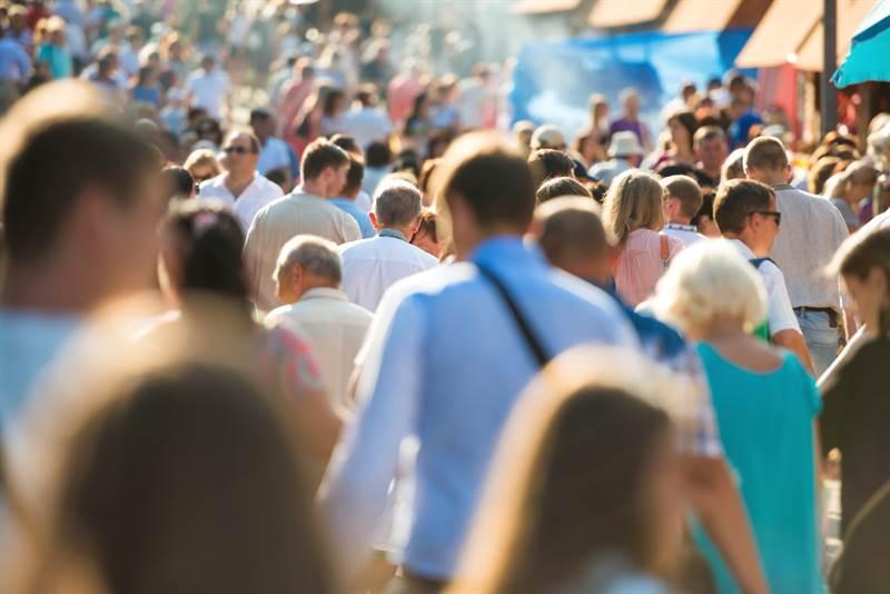 Menschenmenge in Fußgängerzone